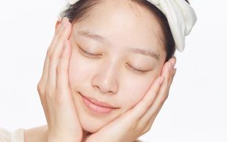 健康な肌を保つための必需品。化粧水のつけ方
