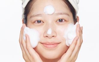 たっぷりの泡で優しくが基本。正しい洗顔方法をおさらい!